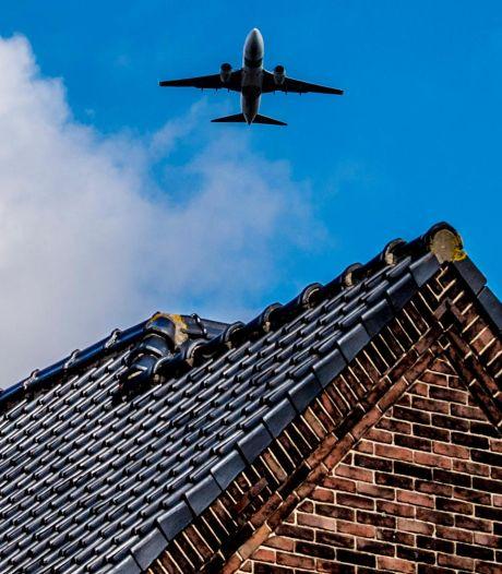Gouda slaat alarm om nieuwe indeling luchtruim: 'Mijn vrees: een snelweg van vliegtuigen boven ons'