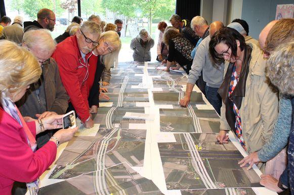 De Maldegemnaars kwamen donderdagavond massaal naar de plannen kijken in Den Hoogen Pad.