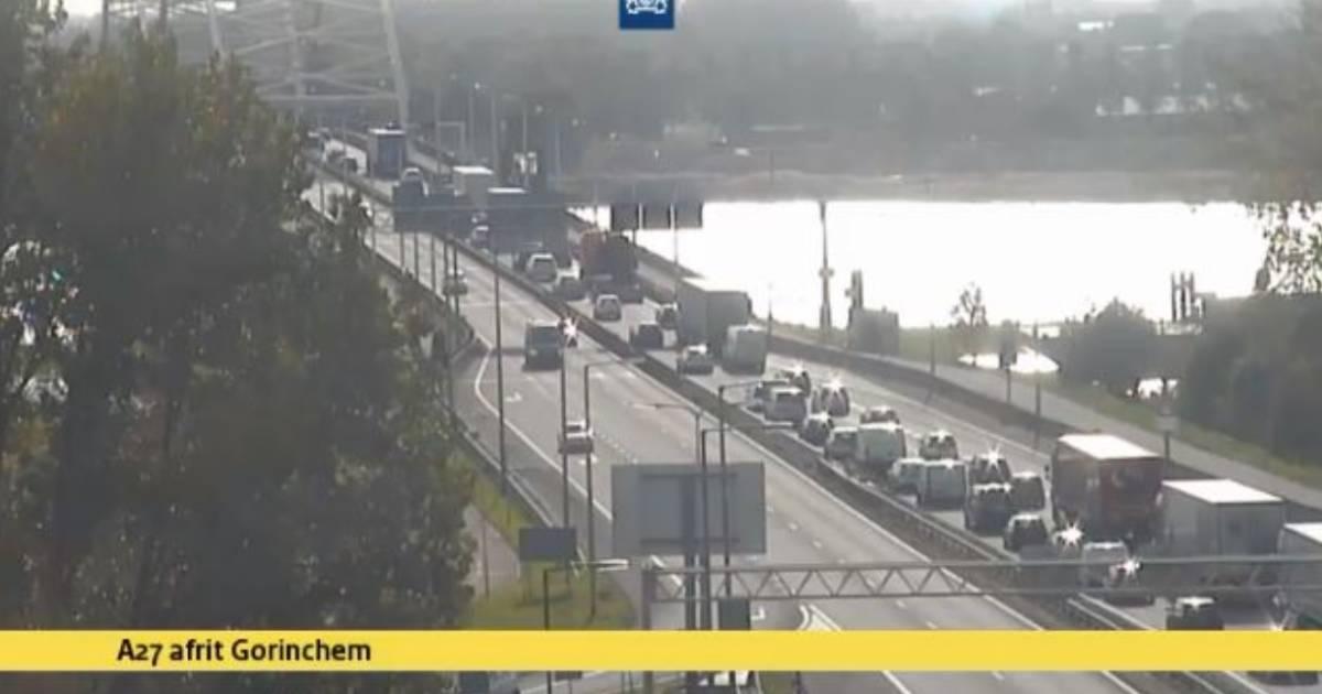 Lange file en uur vertraging door ongeluk op Merwedebrug.
