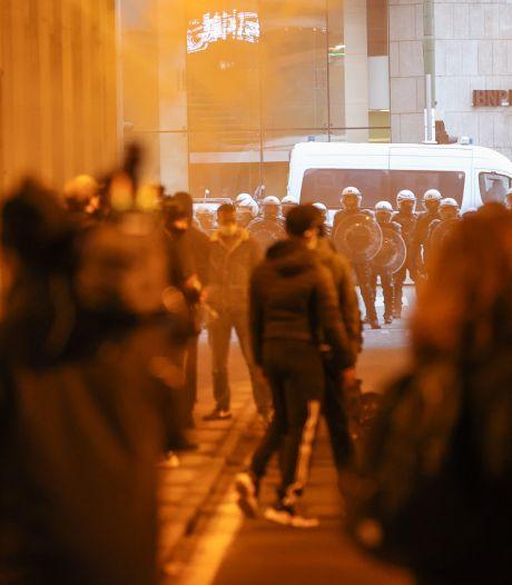 Demonstratie voor overleden arrestant Ibrahima (23) in Brussel loopt uit de hand, ME massaal aanwezig