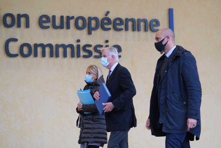Hoofdonderhandelaar namens de EU Michel Barnier (midden). Beeld EPA