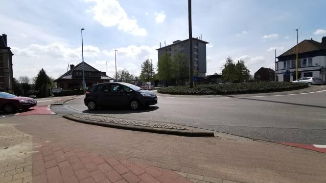 Smallere rijweg op Bevrijdingsplein maakt rotonde veiliger voor fietsers