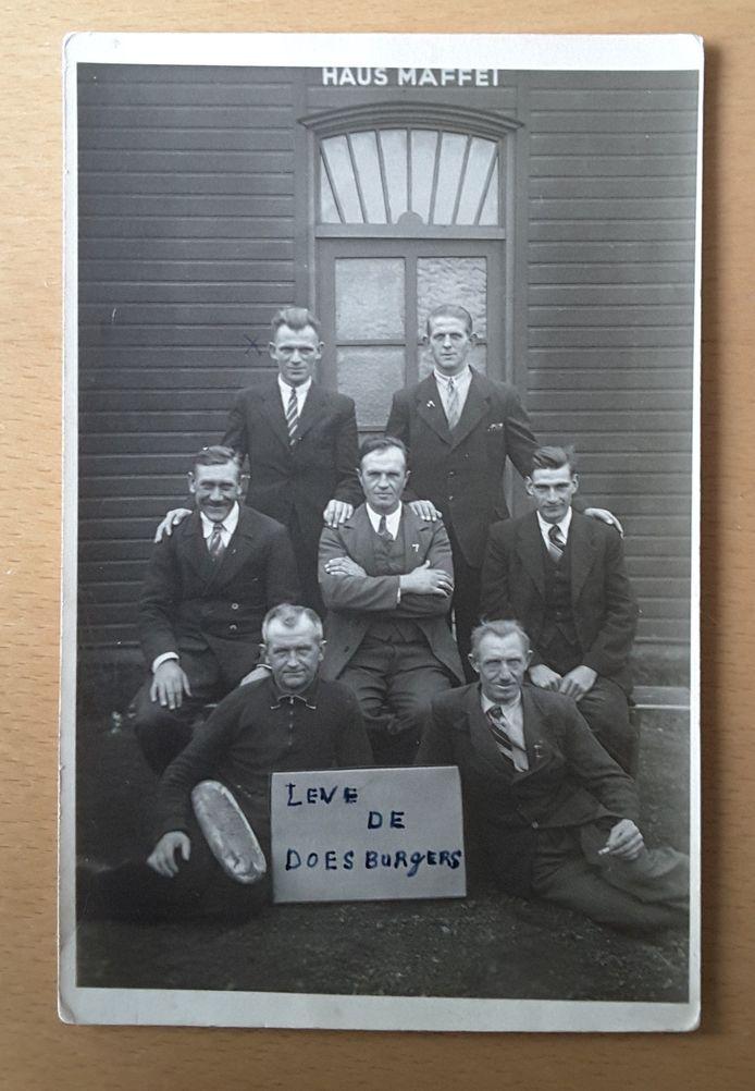 Een groepsportret van 7 tewerkgestelde Doesburgers in Berlijn 1940.