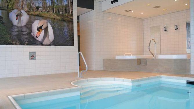 Het zwembad in Hotel Mitland