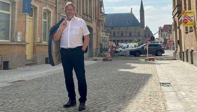 """Schepen Goudeseune in de vernieuwde Boezingepoortstraat: """"We danken de bewoners voor hun geduld."""""""