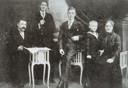 Het gezin Muren met links vader Engelbert, zoon Henry, Cor en Piet (de latere pater Stephanus) en moeder Catharina.