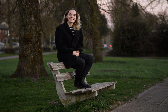 In het eerste, zelfgeschreven solonummer van de Nijverdalse zangeres Zoë Wolff beschrijft ze haar dagelijkse strijd met haar dwangmatige  gevoelens en gedachten.