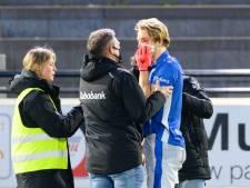 Hockeyer Janssen krijgt bal vol in zijn gezicht en valt uit in wedstrijd tegen Bloemendaal