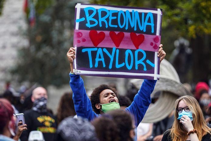 Een demonstrant in Louisville.