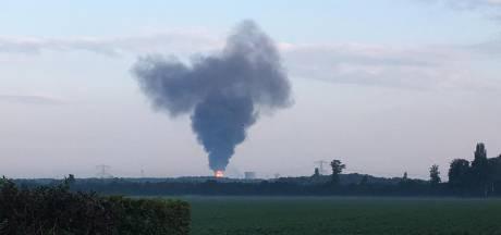 Shell Moerdijk fakkelt vanwege een fabrieksstoring