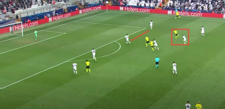 Besiktas had bijzonder veel moeite met de diepgaande loopacties van Dortmund-midmid Bellingham. Beeld Screenshot Ziggo Sport