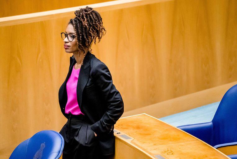 Sylvana Simons (Bij1) in de Tweede Kamer op het Binnenhof begin juli.  Beeld ANP