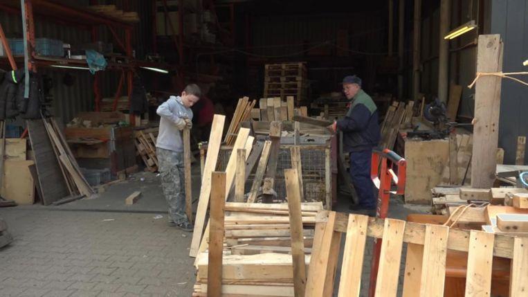 Een timmerwerkplaats in de documentaire Beeld Nee Heb Je