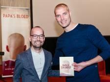 Leukemie-patiënt Dennis (37) was de inspiratie voor Maartens Elfstedenzwemtocht