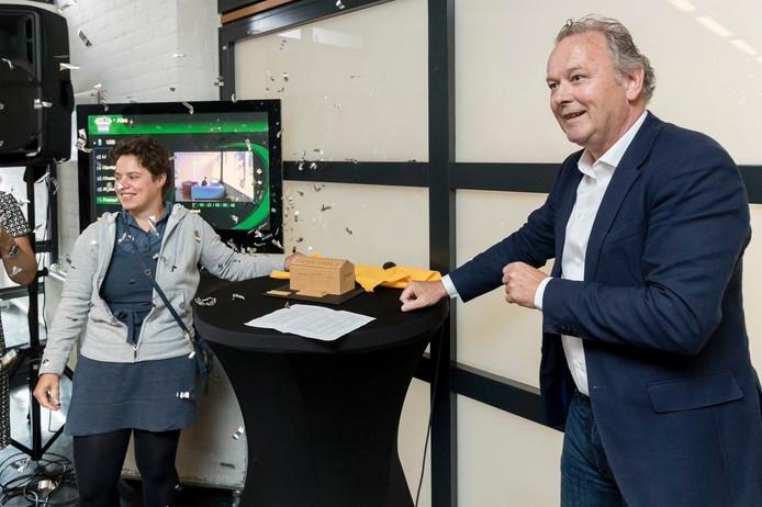 Directeur Elke Harleman opende Sonnevanck met wethouder Paul Kagie.