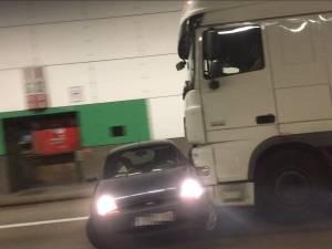 Crash surréaliste à Anvers: une voiture poussée à vive allure sur plusieurs mètres par un poids lourd
