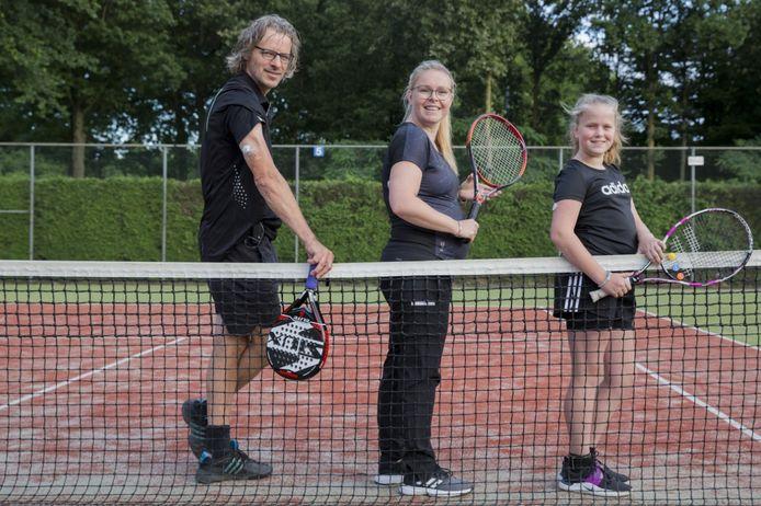 Deze drie leden van TPV Smash 77 uit Zeeland lijden aan diabetes-1: vlnr Ad Laurenssen, Janneke v.d. Laar en Emma van Schijndel