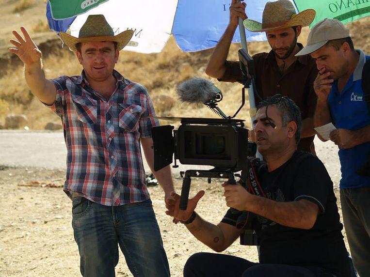 Sahim Omar Kalifa op de set van zijn  kortfilm 'Bad Hunter'. 'Zagros' is zijn eerste langspeler. Beeld rv