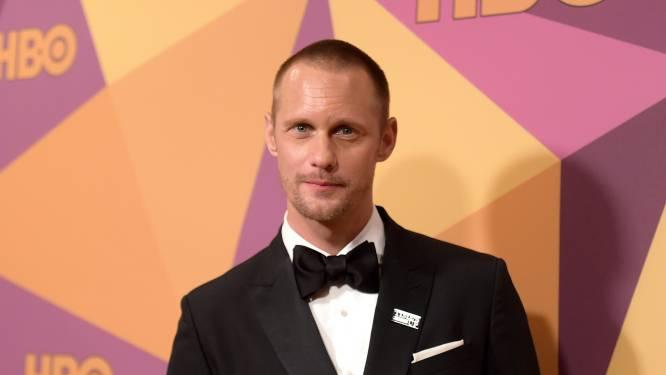 """Alexander Skarsgård heeft gênant momentje tijdens speech: """"Het is niet dat je méér talent hebt, Nicole"""""""