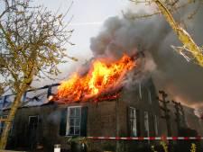Woonboerderij in Brandwijk volledig verloren gegaan bij grote brand