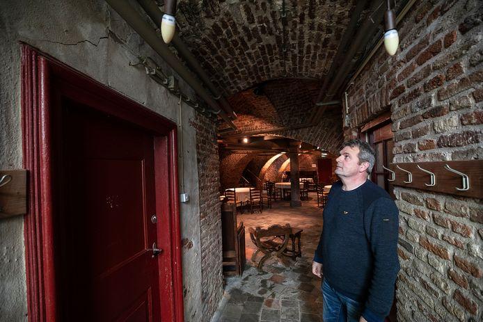 Abko Zweverink, gebouwenbeheerder van Kasteel Huis Bergh, kent inmiddels iedere scheur.