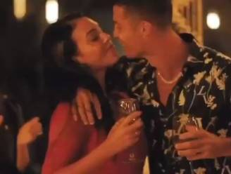 Rozenblaadjes, champagne en de ene kus na de andere: Cristiano Ronaldo en Georgiña delen video waar liefde van afspat
