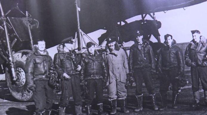 De zeven bemanningsleden  voor de BK716.