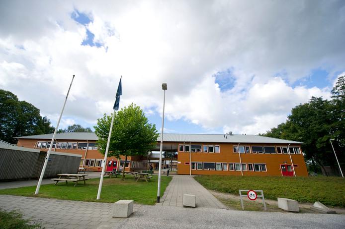 Het asielzoekerscentrum aan de Vriezenveenseweg in Almelo