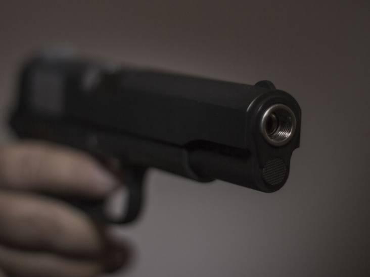 Schot gelost tijdens worsteling in woning Eindhoven: man (19) met vuurwapen aangehouden