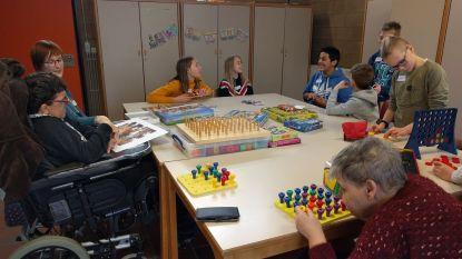 Leerlingen basisschool Zwalm bezoeken mensen met beperking in De Bolster