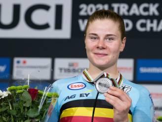 Nog een medaille erbij: Lotte Kopecky pakt omnium-zilver op het WK baanwielrennen in Roubaix