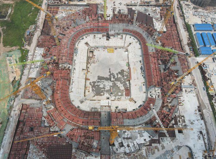 Het voetbalstadion van Guangzhou is een van de projecten die stilgelegd moesten worden.