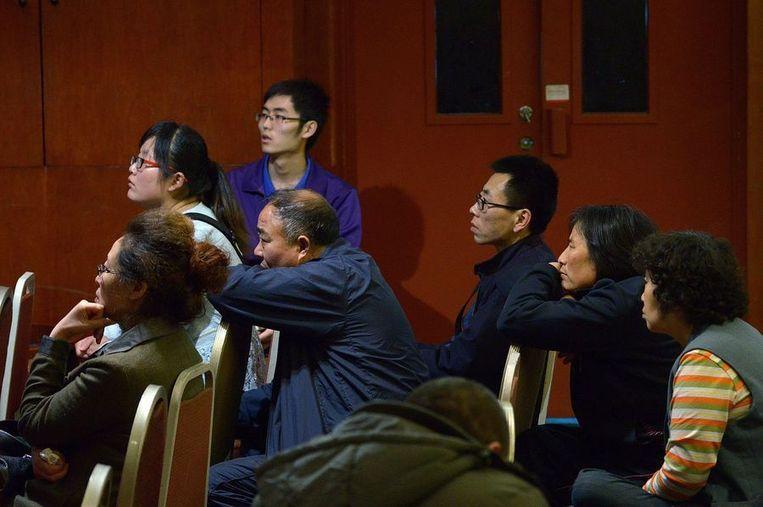 Al tien dagen zitten familieleden van de 153 Chinese passagiers in een hotel in Peking op nieuws te wachten. Beeld AFP