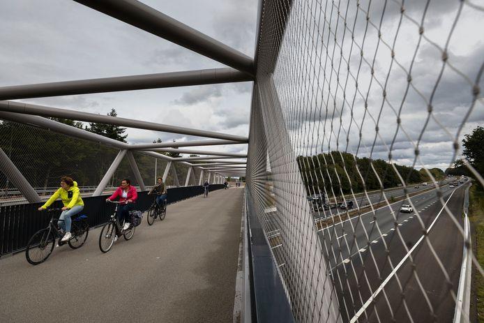 Publieksdag op Kempenbaan West met de fietsbrug over de A67.