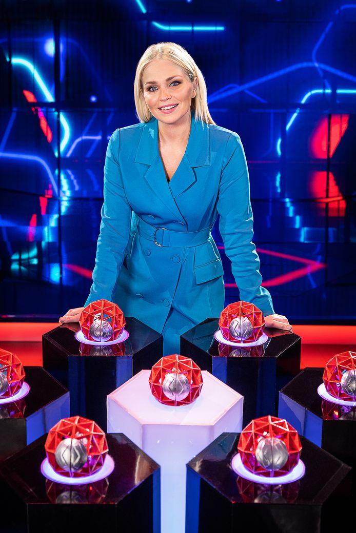Julie Van den Steen maakt in de nagelnieuwe spelshow 'Game of Talents' voor het eerst haar opwachting als gastvrouw.