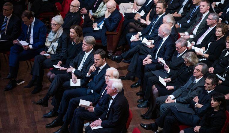 Aanwezigen bij de herdekingsplechtigheid voor Wim Kok in het Concertgebouw in Amsterdam, met op de eerste rij premier Rutte. Beeld Freek van den Bergh
