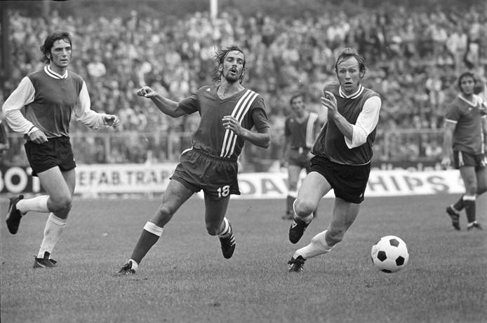 Adrie van Kraaij (uiterst links) was jarenlang een steunpilaar bij PSV.