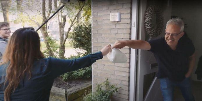 Appelflappen voor docent Latijn op Gymnasium Beekvliet Arno Essens. Oud-leerling Esmee Scholte uit Den Bosch bedankt hem op deze manier voor wat hij voor haar heeft betekent. Het beeld is afkomstig uit een van de 'taartvideo's' die hogeschool Fontys liet maken om het imago van het vak van leraar op te krikken.