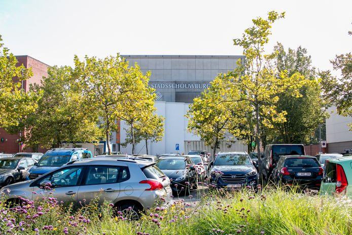 """Een tweede en grotere stadsschouwburg, naast de huidige schouwburg op de parking, dat is het plan van het stadsbestuur. """"We willen hier één grote en open cultuursite creëren."""""""