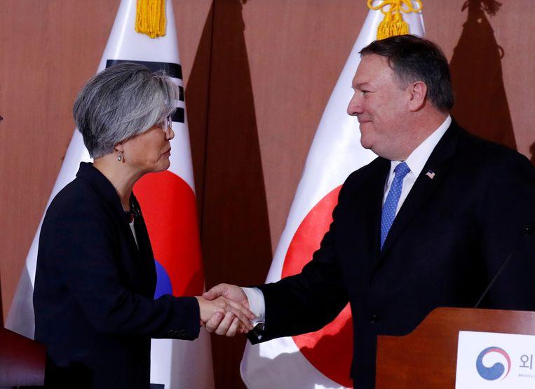 De Zuid-Koreaanse minister van Buitenlandse Zaken Kang Kyung-wha en haar Amerikaanse ambtsgenoot Mike Pompeo.