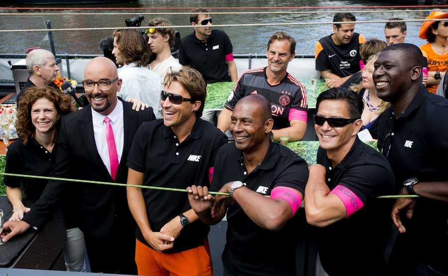De voetbalboot tijdens de Gay Pride.