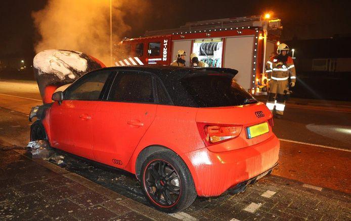 Auto in brand aan de Boschmeersingel in Den Bosch.
