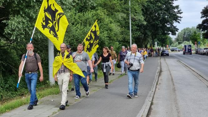 """Nieuwe vereniging Denderend Vlaams! wandelt van Liedekerke naar Denderleeuw: """"We willen verbrusseling van onze streek tegenhouden"""""""