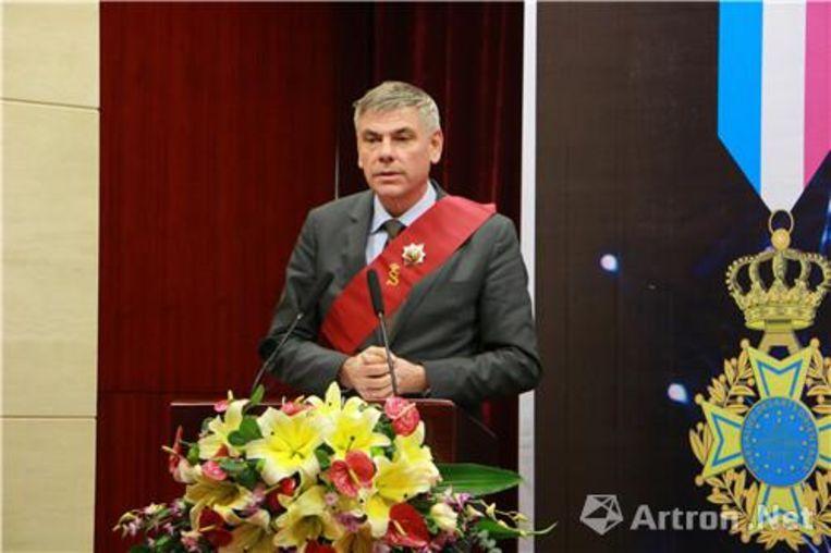 Filip Dewinter bij uitreiking prijs Xi Lu (Chinees die ereteken ontvangen heeft tijdens ceremonie in Peking)