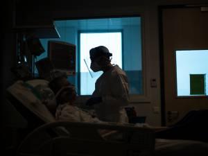 Les hospitalisations en baisse de 8%, environ 3.500 nouveaux cas par jour