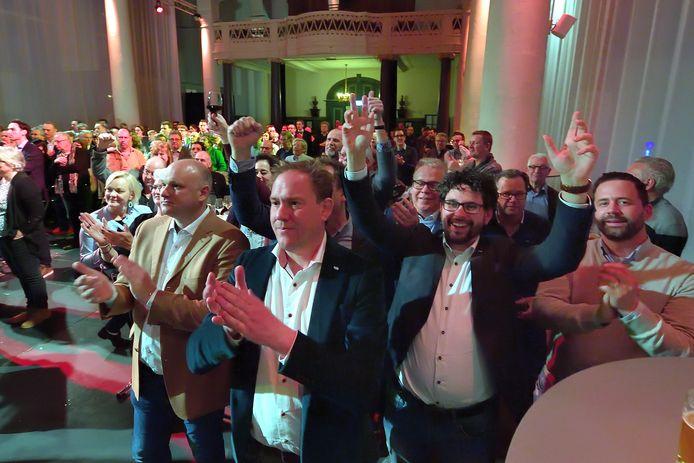 roosendaal - 20180321 - gemeenteraads verkiezingen in de sint jan.vlp partij boekt winst partij van arwen van gestel(met bril en baardje)