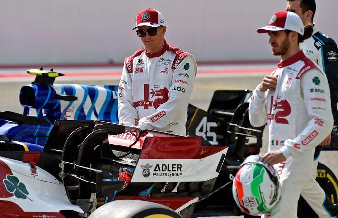 Kimi Räikkönen (l) samen met  Antonio Giovinazzi.