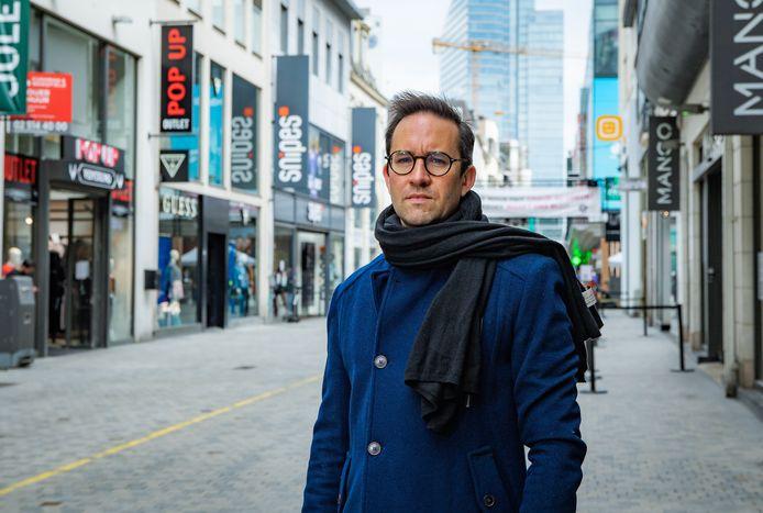 """Pierre-Alexandre Billiet in de winkelstraat. """"Ook in België wordt het een kaalslag."""""""