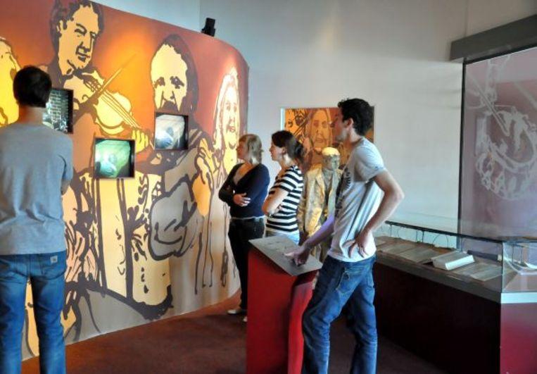In het huidige museum kom je alles te weten over folk en volksmuziek.