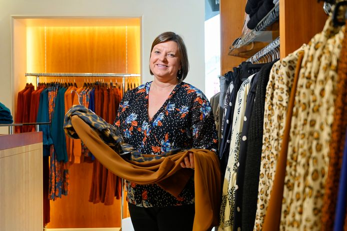 Christine Leus, zaakvoerder bij kledingzaak Anita's, in de pop up in Liedekerke